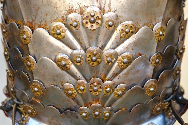 古代の騎士の鎧の一部。中世の概念。金属の質感。