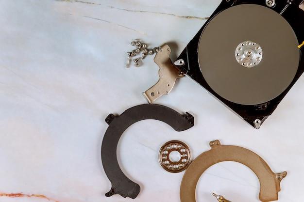 Части жесткого диска потеряли личные данные