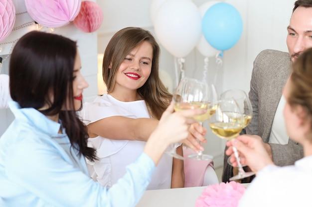 Праздник дома с друзьями