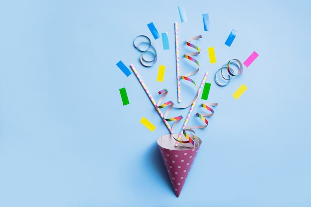 Party blower composition with strews