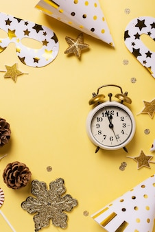 パーティーの装飾と目覚まし時計