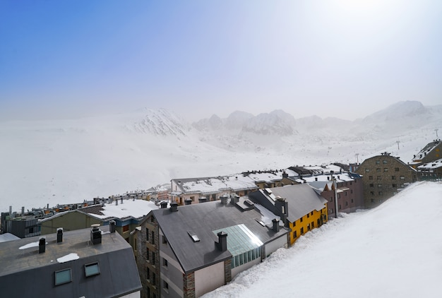 안도라의 파 드 라 카사 스키 마을 프리미엄 사진