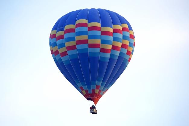 하늘 카파도키아에서 비행하는 여객 풍선