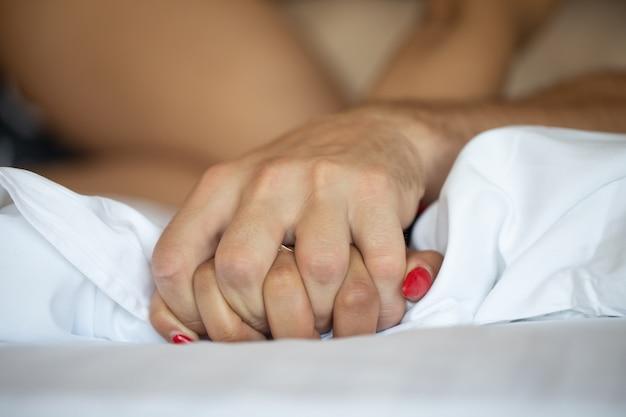 セックスをしている情熱的なカップル。