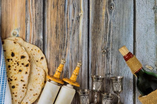 Еврейские семейные символы праздника еврейской семьи - празднование пасхи.
