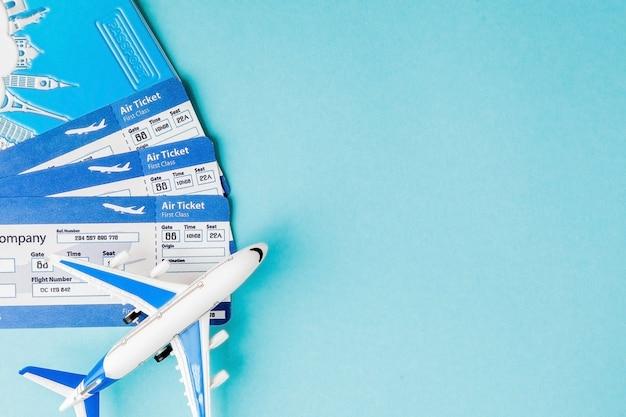 パスポート、飛行機、航空券。旅行の概念、コピースペース