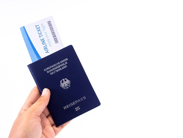 パスポートと航空券。