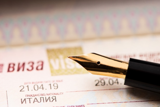 Страница паспорта с визой российской федерации крупным планом