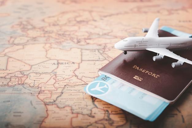 세계지도 개념 여행에 여권