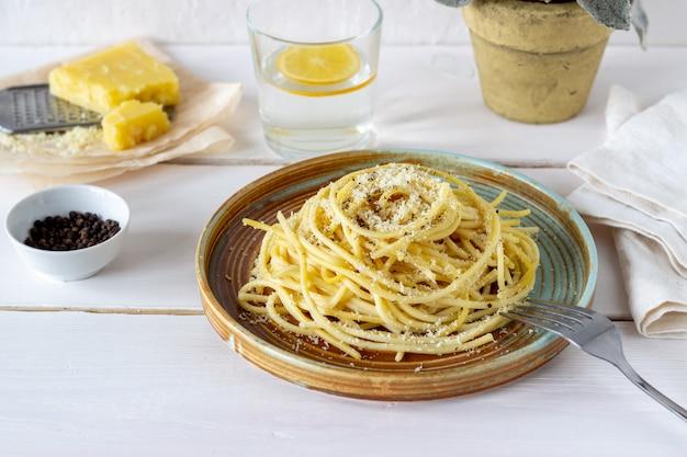 黒胡pastとチーズのローマ風パスタスパゲッティ。