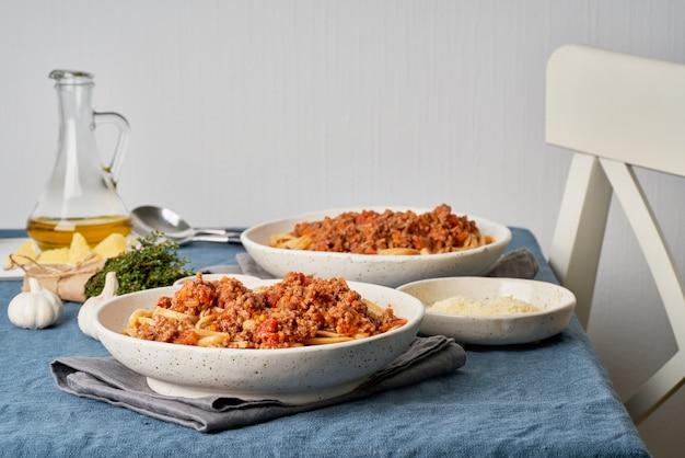 ミンチ肉とトマトのパスタボロネーゼリングイネ。 2名様のイタリアンディナー