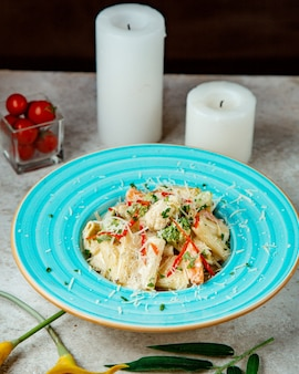 Макароны в сливочном соусе с брокколи и тертым пармезаном