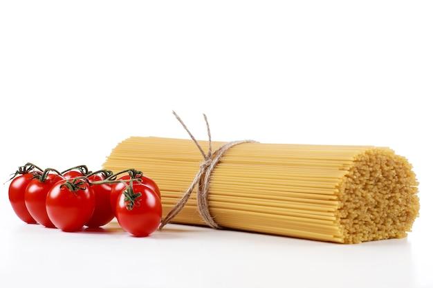 フレッシュトマトと白のパスタスパゲッティ