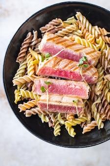パスタマグロフジッリパスタ焼き魚炒めシーフード焼きセカンドコース
