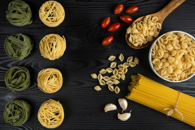 Pasta varieties served with tomatoes and garlic