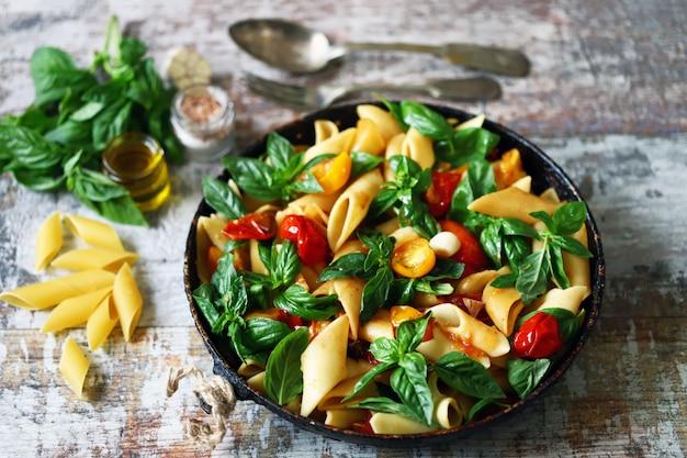 バジルと野菜のパスタ