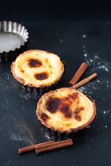 食品コンセプト自家製有機卵ポルトガルカスタードタルトpasteis de nata