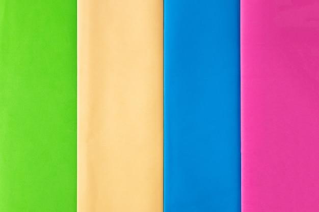 Предпосылка пастельных творческих цветов бумажная, взгляд сверху.