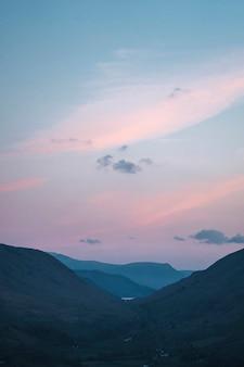 영국 레이크 디스트릭트 loughrigg fell의 파스텔 하늘