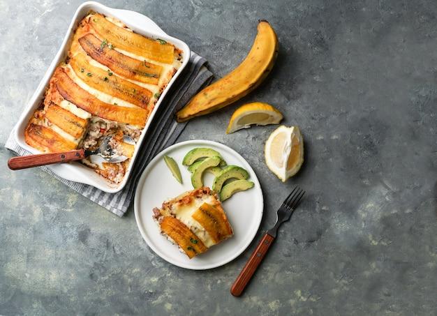 Лазанья подорожника (pastelon) типичная еда пуэрториканца и доминиканская республика