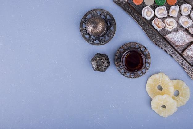 ドライフルーツとお茶のペストリーボード