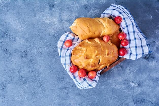 青のチェックタオルのペストリーパン