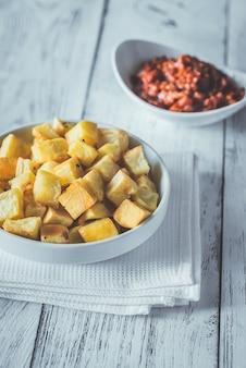 Patatas bravasのソース添え