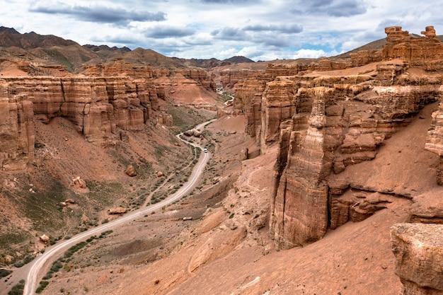 Тропа в каньоне из красного песчаника