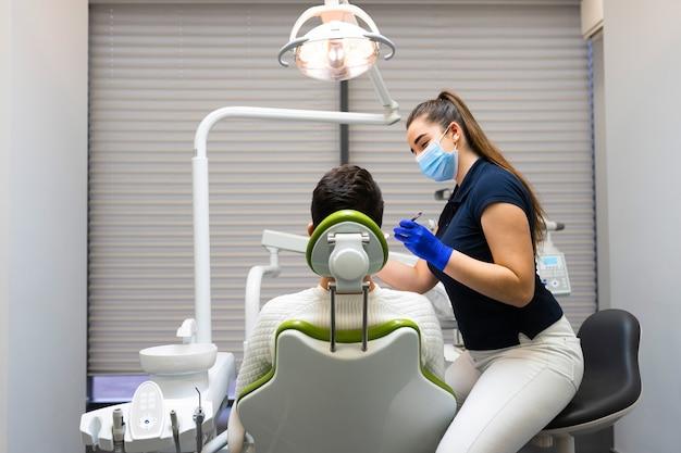 歯科医の予約時の患者