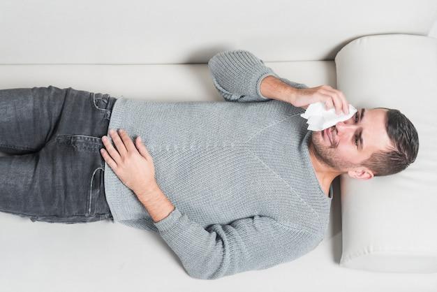 Man crying   Photo: Freepik
