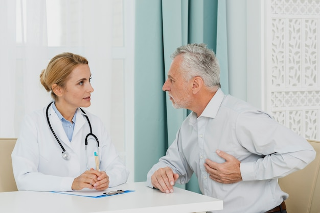 Patient localizing pain with doctor