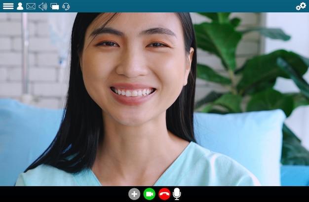 원격진료 서비스를 위해 영상통화를 하는 환자