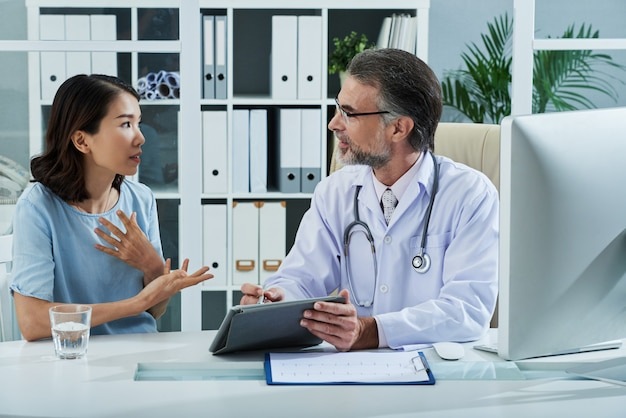 Patient telling doctor about the symptoms of the disease