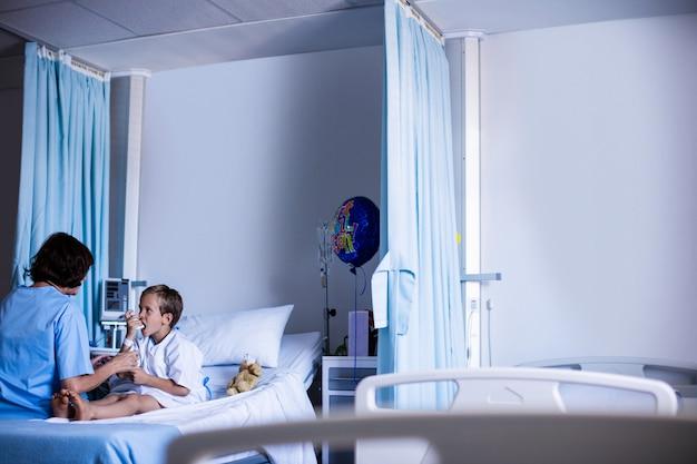 吸入器を使用している患者