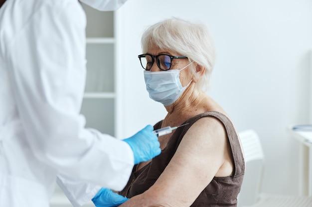 患者ワクチンパスポート病院での治療。高品質の写真