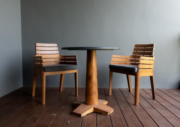 パティオデッキと椅子