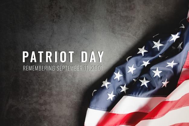 День патриота сша, флаг америки на черном фоне