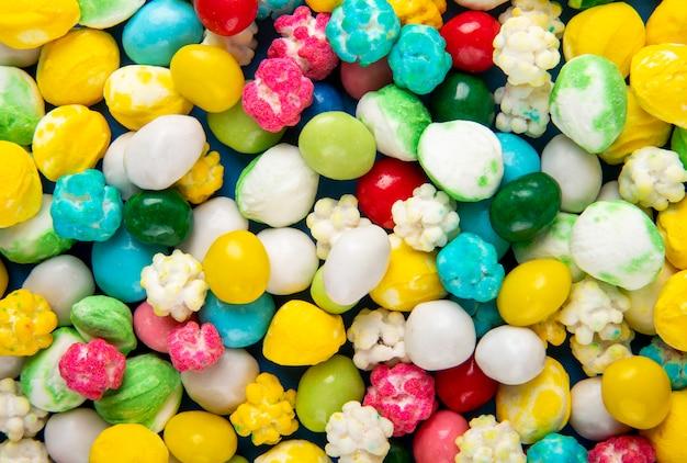 Modello della vista superiore delle caramelle di zucchero dolci variopinte