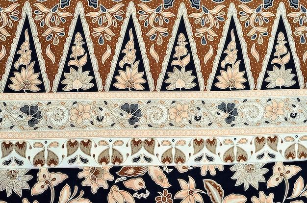 Выкройки для традиционной одежды малайзии включают батик