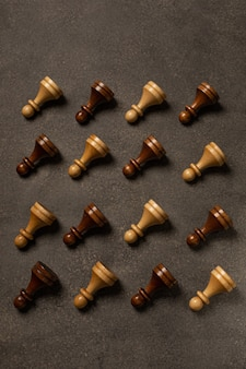 어두운 배경에 체스 폰의 패턴