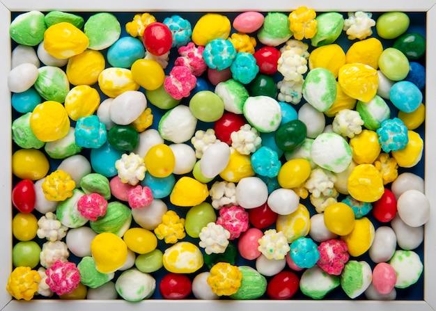 カラフルな甘い砂糖菓子の上面図のパターン