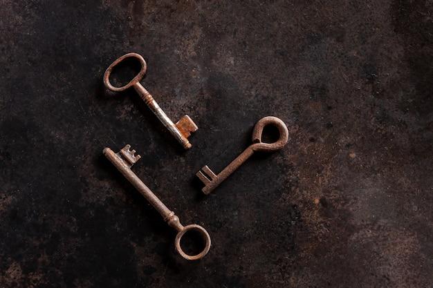 Выкройка из трех старинных ключей