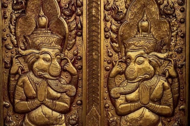 Узор на стене храма в храме чианграй к северу от таиланда