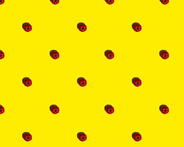 노란색 배경에 패턴 빨간 토마토