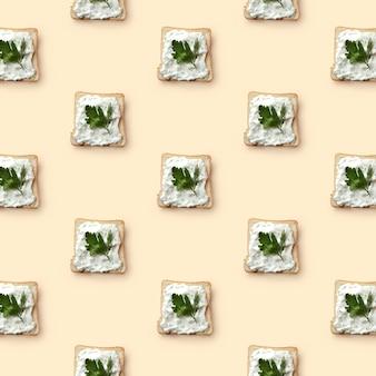 Узорчатые бутерброды с маслом и петрушкой