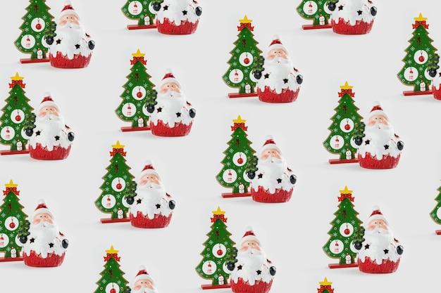 Образец с рождественскими украшениями, включая санта-клауса и рождественскую елку на белом фоне.