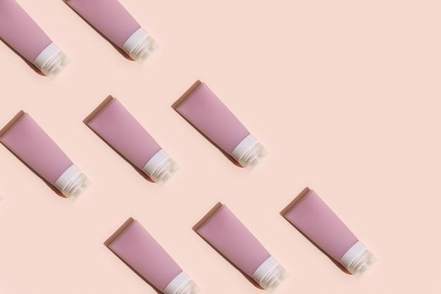 クリーム、ジェル、シャンプー用の化粧品チューブ付きパターン。