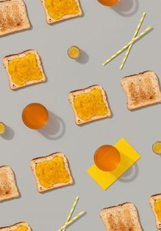 灰色の表面にトーストとレモンジャムのパターン