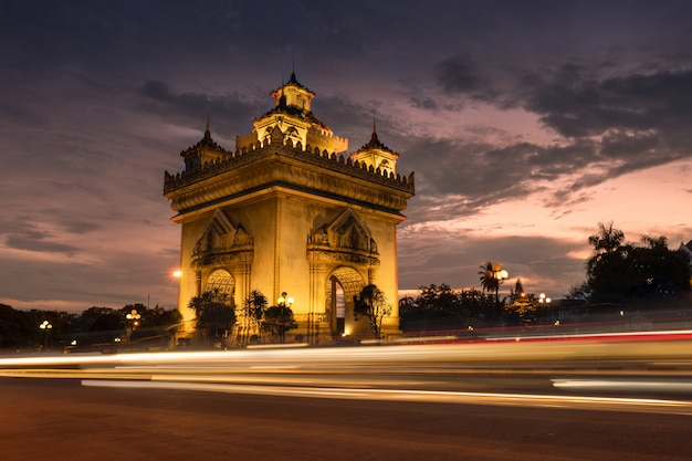 Patuxai памятник победы архитектурная достопримечательность вьентьян лаос.