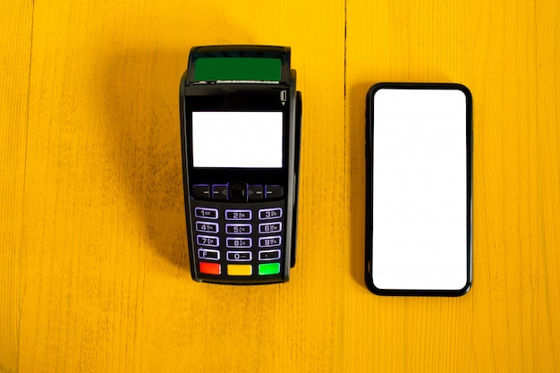 Payment terminal and smartphone